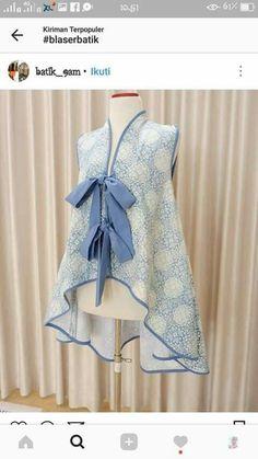 Batik Blazer, Blouse Batik, Batik Dress, Batik Fashion, Hijab Fashion, Fashion Outfits, Crop Top Designs, Blouse Designs, Clothing Patterns