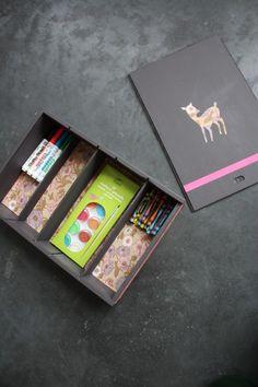#DIY #Rangement #Crayons Fabriquer une boîte à crayons de couleurs avec une caisse de vin, c'est possible.