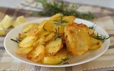 PATATE in PADELLA al Rosmarino Croccanti Che non si Sfalderanno piu' Italian Potatoes, Antipasto, Dory, My Recipes, Baked Potato, Potato Salad, Side Dishes, Food And Drink, Gluten Free