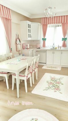 Shopping For Kitchen Curtains - Life ideas ...chic kitchen style so they will need to be replaced with something more in keeping with your new soft and natural look. This of course can be a major ...e planting a country garden in as much as it should all look entirely natural and as if it has just happened by chance.However as any skilled gardene #diy.easyshabbychic.com #shabby-chic-kitchen-curtains #shabby Home Room Design, House Design, Shabby Chic Kitchen Curtains, Rideaux Design, Living Room Decor, Bedroom Decor, Cuisines Design, Home Decor Kitchen, Sweet Home