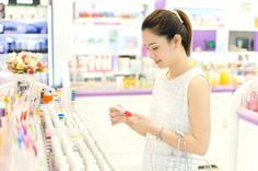 7 Smarter ways to shop for beauty products  Recommended by: DanCamacho.com/products