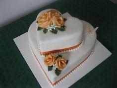 Dort marcipánový * k narozeninám - dvoj srdce s růžemi. Beautiful Wedding Cakes, Gorgeous Cakes, Pretty Cakes, Cute Cakes, Amazing Cakes, Heart Shaped Wedding Cakes, Heart Shaped Cakes, Heart Cakes, Chocolate Fruit Cake