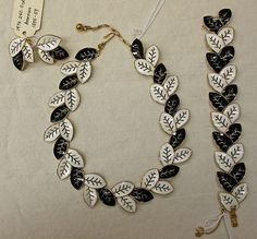 This is a 1950s jewelry set by Trifari. During this time, coordinated jewelry sets featuring short necklaces worn close to the neck were very popular. This particular set is part of the Met's collection.