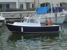 This Pilot 19 boat is the ve-hull version of the offering maximum stability and management during choppy waters. Shop power boat plans at Bateau! Plywood Boat Plans, Wooden Boat Plans, Wooden Boats, Wooden Boat Building, Boat Building Plans, Cool Boats, Small Boats, Sailing Dinghy, Build Your Own Boat