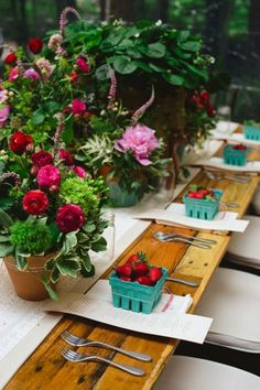 Rustic table setting with fresh strawberries for each of the guests #wedding #reception #tablescape #farmhouse #rustic
