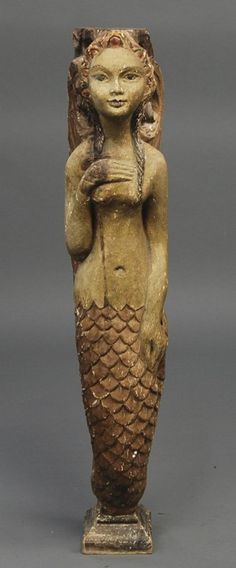 Old Carved Wood Decorated Folk Art Mermaid Figure. Le thème des sirènes en figures de proue est à ajouter ici.
