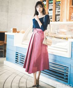Modern Women's Clothing, Denim Shirt Style, Pants For Women, Clothes For Women, Japan Fashion, Office Fashion, Aesthetic Fashion, Modest Outfits, Fashion Pants
