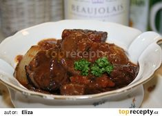 Hovězí po burgundsku - Boeuf Bourguignonne podle Julii Child recept - TopRecepty.cz Meat, Ethnic Recipes, Food, Gratin, Beef Bourguignon, Cooking, Essen, Meals, Yemek