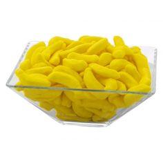 O sa devii dependent dupa aceste banane gumoase si delicioase. Asezate intr-o bomboniera potrivita, jeleurile acestea prin culoarea lor vor atrage privirile invitatiilor.