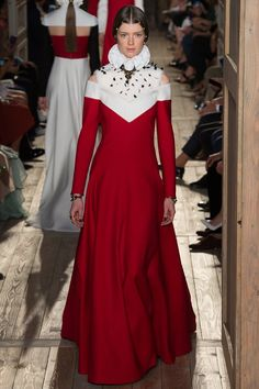 This week it is Haute Couture Fashion Week in Paris, where the likes of Dior, Chanel and Valentino will show some of the most beautiful clothes in the world. Fashion Week 2016, Fall Fashion Trends, Runway Fashion, Fashion News, High Fashion, Fashion Show, Autumn Fashion, Style Haute Couture, Couture Week
