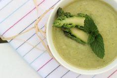 Zupa szparagowa z awokado i miętą