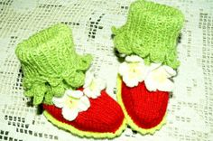 Girls Booties  Baby shoes Red and green with от OlgaGorbunovaArt