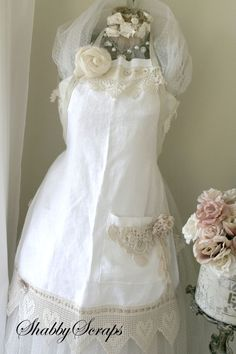 ❤°(¯`★´¯)Shabby Chic .Pretty apron from Shabby Scraps. Aprons Vintage, Retro Apron, Shabby Chic, Cool Aprons, Linen Apron, Sewing Aprons, Apron Dress, Bridal Gifts, Dress Patterns