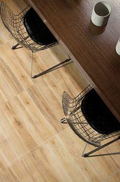 Porcellanato Caleb  haya 58x58 #casa #interiores #pisos #decoración #hogar #revestimiento #baño Caleb, Chair, Furniture, Home Decor, Home Decoration, Flats, Homemade Home Decor, Home Furnishings, Interior Design