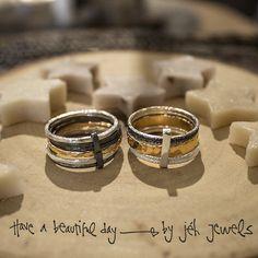 Creatieve ringen met bandjes in verschillende kleuren. Goud, zilver en geoxideerd zilver; dé trend van nu!