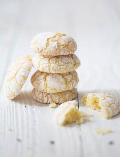Lemon almond crinkle cookies - almond flour, sugar (he used coconut; Lemon Crinkle Cookies, Lemon Cookies, Cupcake Cookies, Sugar Cookies, Baking Recipes, Cookie Recipes, Dessert Recipes, Desserts, Yummy Treats