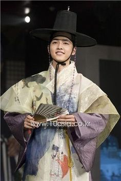 """Song Joong-ki poses during a photocall of a press conference for upcoming KBS TV series """"Sungkyunkwan Scandal"""""""