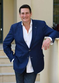 Tony Hadley bigking keywords and pictures The Power Of Music, Hadley, Pop Rocks, Suit Jacket, Singer, Stars, Videos, Jackets, Musica