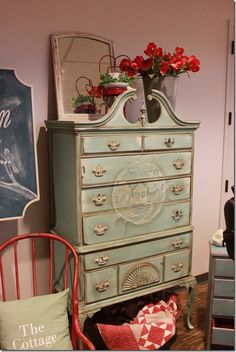 What a beautiful dresser!  I've got to have a go at one of these .. future project in the making.