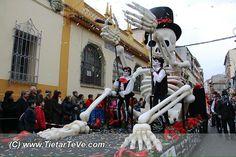 Loca Farándula participa habitualmente en el Carnaval de Arenas de San Pedro siendo muy valorados por sus carrozas, ambientación, vestuario y coreografías.
