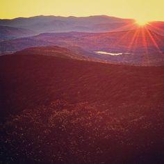 Sunset over Woodstock NY last fall #woodstock #fallcolors #overlook #sunset #autumn #foliage #fall #travelphotographer #commercial #noedit #mountain #travel #wanderlust #mytinyatlas #newyork_instagram #nyphotographer #magichour #beautiful #motherearth #nature #beauty #landscape #nystate #lastlight #destination #exploreeverything #iloveny #justgoshoot #commercialphotographer #commercialphotography