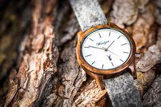"""Zeitlos schön und unglaublich vielseitig ist das Herrenmodell """"Matterhorn"""" aus Walnussholz mit schneeweißem Ziffernblatt und klarem Design.   Ein Highlight sind die Bänder aus Leder oder Loden, die sich ganz leicht tauschen lassen.  Die Lodenarmbänder werden übrigens in Manufakturarbeit im steirischen Ennstal gefertigt. Wood Watch, Accessories, Design, Handmade, Wristlets, Leather, Wooden Clock, Jewelry Accessories"""