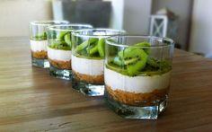 Bananen Kiwi Cheesecake in een Glas is een heerlijk nagerecht dat je van tevoren kan bereiden
