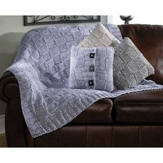 Knit using a double strand of yarn of Mary Maxim Starlette Ragg yarn. Pillow kit no longer available. Crafts To Make, Arts And Crafts, Solange, Knitted Afghans, Knitting Stitches, Knit Patterns, Merino Wool Blanket, Basket Weaving, Just In Case