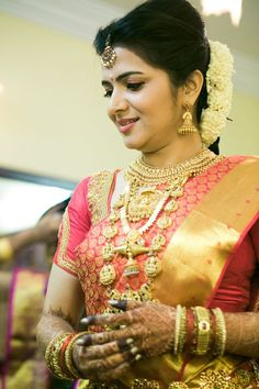Traditional Southern Indian bride wearing bridal saree, jewellery and hairstyle. #IndianBridalMakeup: