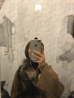 Niqab Fashion, Modest Fashion Hijab, Stylish Hijab, Hijab Chic, Beautiful Muslim Women, Beautiful Hijab, Hijabi Girl, Girl Hijab, Cool Girl Pictures