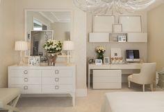 Inspirando-se na época de solteira da blogueira Lala Rudge, a designer de interiores Christina Hamouicriou umquarto lindopara a mostraQ&E Quartos