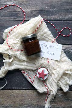 DIY Christmas Gifts: DIY Gingerbread Lip Scrub || Runway Chef