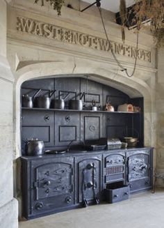 Vintage Kitchen The range and surrounding stonework with carved inscription in the Kitchen at Gawthorpe Hall, Lancashire. Old Kitchen, Vintage Kitchen, Kitchen Decor, Kitchen Wood, Wood Stove Cooking, Old Stove, Antique Stove, Antique Kitchen Stoves, Vintage Stoves