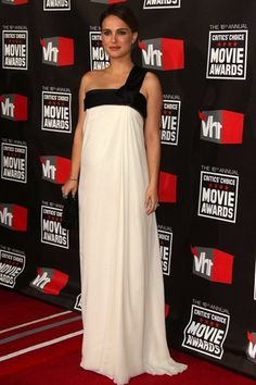 We look at the red carpet fashion and style highlights of Black Swan star Natalie Portman Estilo Natalie Portman, Natalie Portman Style, Maternity Gowns, Maternity Fashion, Looks Party, Dior Dress, Pregnancy Outfits, Red Carpet Fashion, Couture Dresses