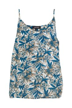This singlet has a relaxed fit and the simple silhouette makes it easy to  style for a casual summer outfit, both with skirts or jeans. For a more trendy look you can also style it on top of a white t-shirt.  The set is made of the fabric from an up-cycled vintage sari from India,  and used to