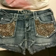 Love these think it would be a bit better black with the leopard pockets