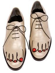 Painted feet with red toes on nude brogues - comme des garcons spring 2013 Toe Shoes, Pump Shoes, Shoe Boots, Dress Shoes, Dance Shoes, Shoe Bag, Flat Shoes, Moda Fashion, Fashion Shoes