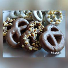 Csokis mogyorós perec – Betty hobbi konyhája Cookie Jars, Doughnut, Muffin, Sweets, Snacks, Cookies, Vaj, Cukor, Food