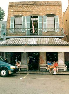 Natchez Under The Hill Saloon - Natchez Mississippi. We went in this lovely old saloon shame about the miserable bar man ! first grumpy American we came across though so not bad. Beautiful little place so pretty with it's victorian buildings . Mississippi Queen, Natchez Mississippi, Mississippi Delta, The Places Youll Go, Places To See, Places Ive Been, South Usa, Natchez Trace, Isle Of Capri