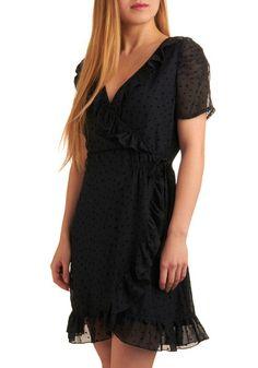 what a cute little black dress!