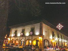 El Pueblo Mágico de Pátzcuaro se ilumina con una bella decoración durante las Vacaciones de Fin de Año, aquí nuestro Hotel Mansión Iturbe.
