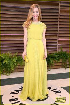 Leslie Mann & Judd Apatow Look So Happy at Vanity Fair Oscars Party 2014! Short sleeve modest cerulean dress