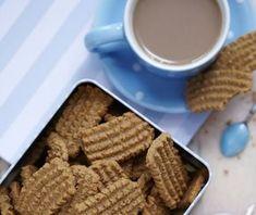 Bastogne-kiks er de rillede, brune kager, som man ofte får til kaffen. Prøv at bage dem selv, og se hvor lækre de bliver!
