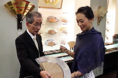 Visiting Miyawaki Baisenan, the legendary fan shop of Kyoto. Each fan is touched by artisans 80 times before completed.