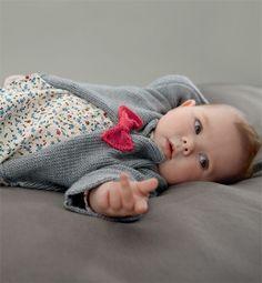 Modèle gilet ou brassière bébé - Modèles tricot layette - Phildar Knitting For Kids, Baby Knitting Patterns, Crochet Baby, Knit Crochet, Yarn Inspiration, Little Fashionista, Baby Costumes, Baby Boutique, Crochet Fashion