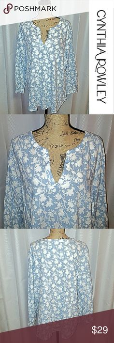 Cynthia Rowley V-neck top Blue and White Beautiful Cynthia Rowley V -neck top. 55% Linen  45% Rayon.  This top is so soft! It was worn one time then dry cleaned. Measurements upon request. Cynthia Rowley Tops Blouses