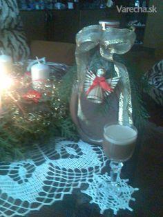 Likér Baileys - recept | Varecha.sk Baileys, Rum, Whiskey, Glass Vase, Table Decorations, Home Decor, Whisky, Decoration Home, Room Decor