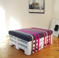Pallet Ottoman | Creative Ways to Repurpose Pallets