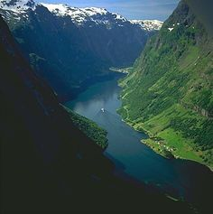 Fiordos Noruegos found out about this after watch the movie Frozen, in love with the beauty!