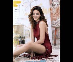 Bruna Marquezine fica mais musa ainda quando abusa do look vermelho!